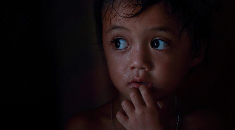 Bojí se vaše děti v noci tmy? Poradíme, jak s tím zatočit