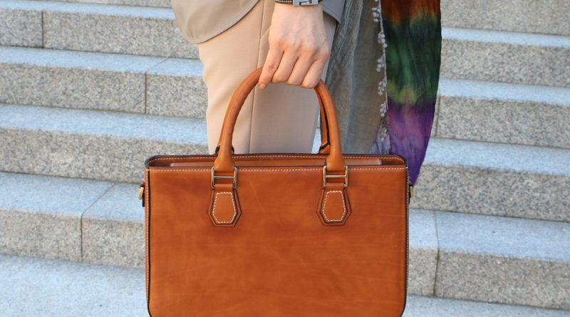 Jak správně pečovat o koženou kabelku