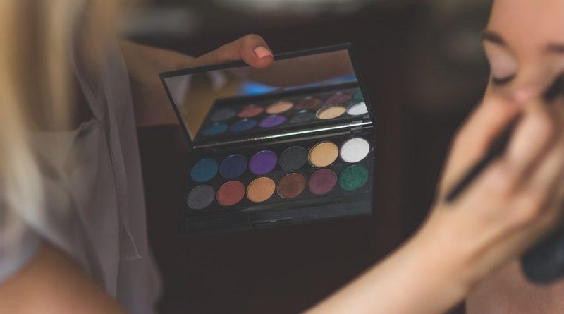 Velký speciál pro ženy: Vybíráme paletky očních stínů